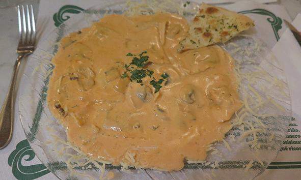 Ravioli con salsa del Chef Pedro en Pinocho, Ibiza.