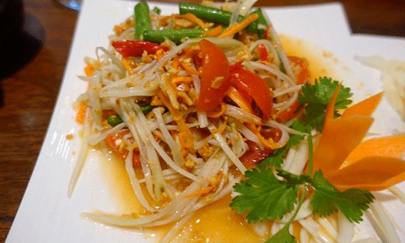 Ensalada de papaya verde, la opción fresca