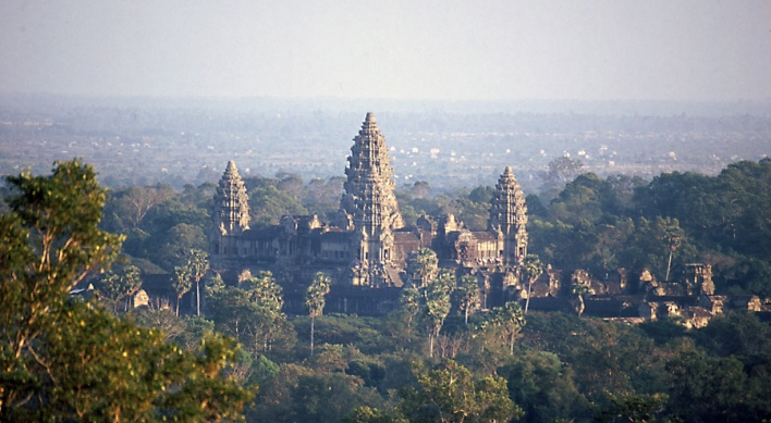 Vista de Angkor Wat desde el templo de Phnom Bakheng