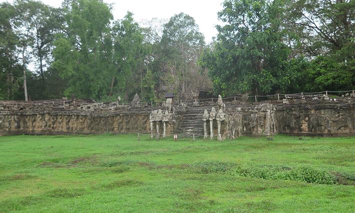 Numerosos elefantes decoran los bajos de esta terraza